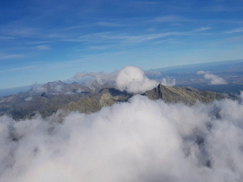 Lot na fali nad Cichą Dolina w Tatrach. Rotory nad Tatrami Wysokimi. Zdjęcie na wschód.