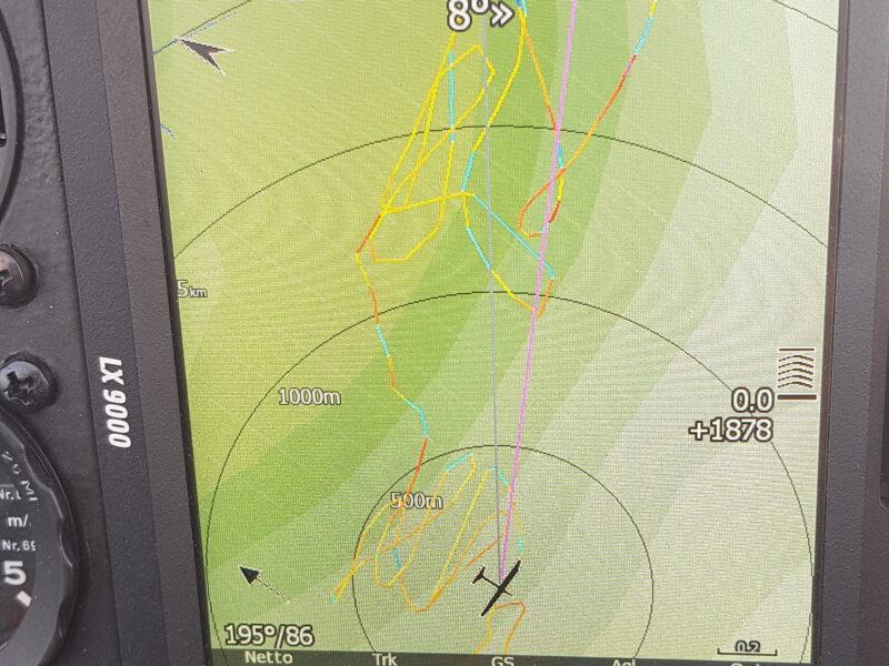 Zdjęcie ekranu LX 900 podczas lotu na fali. Wiatr 86km/h. Ślad szybowca wykonującego esowanie w noszeniu.